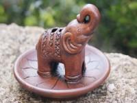 Elefant auf Lotusblume